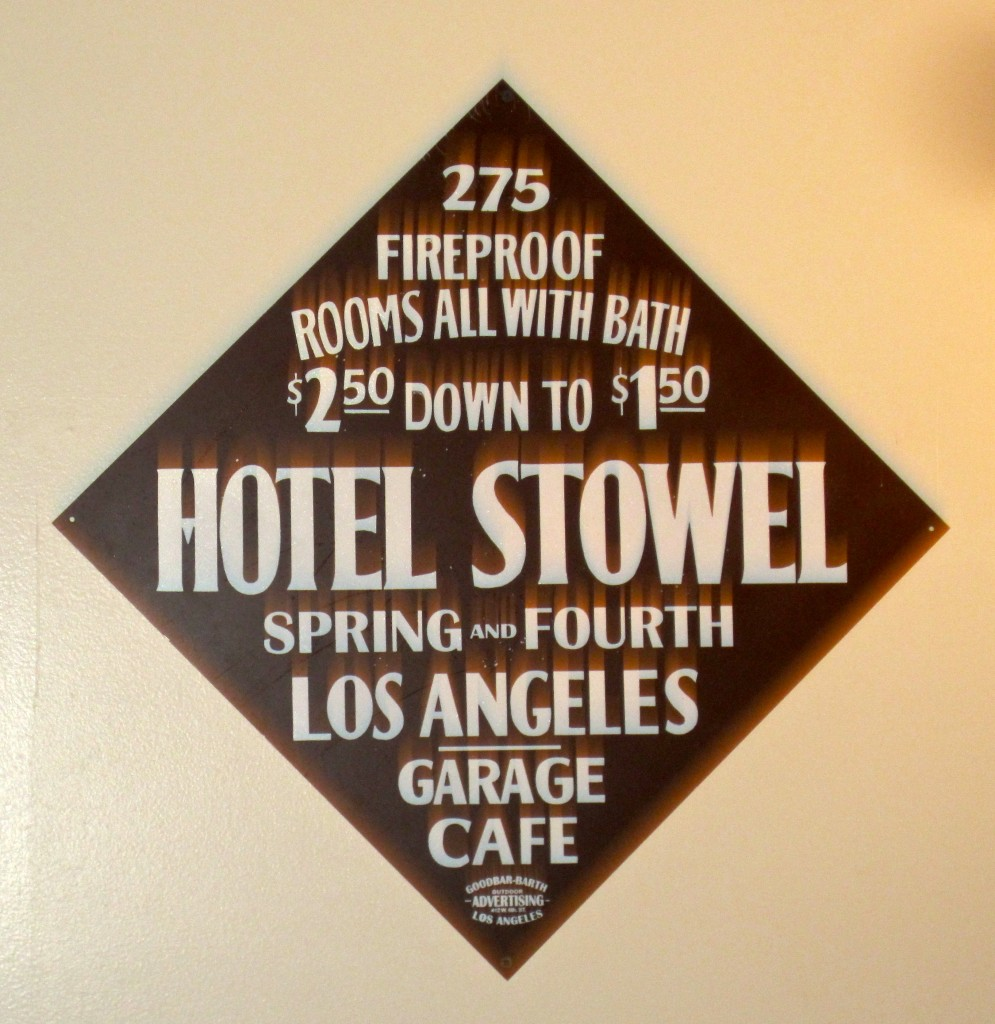Hotel Stowel sign